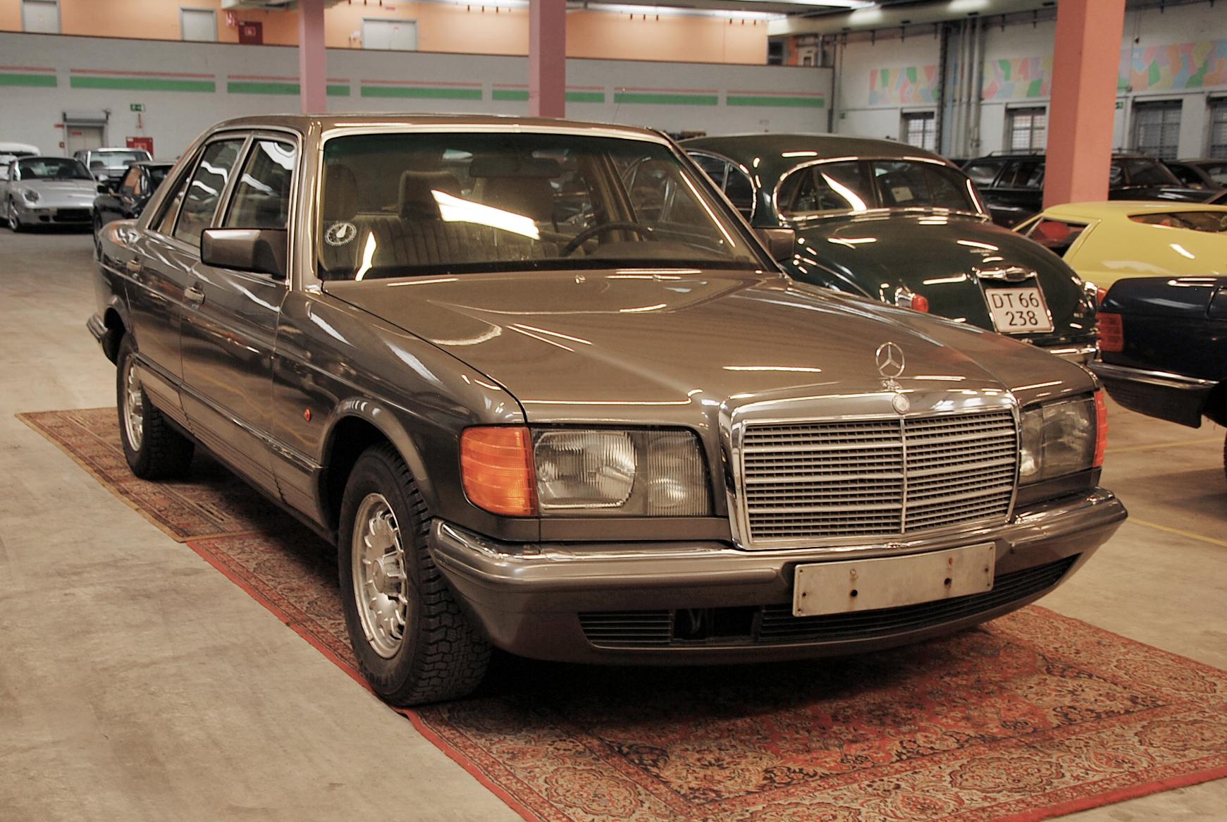 Mercedes 280 se w126 brown for Garage mercedes bron